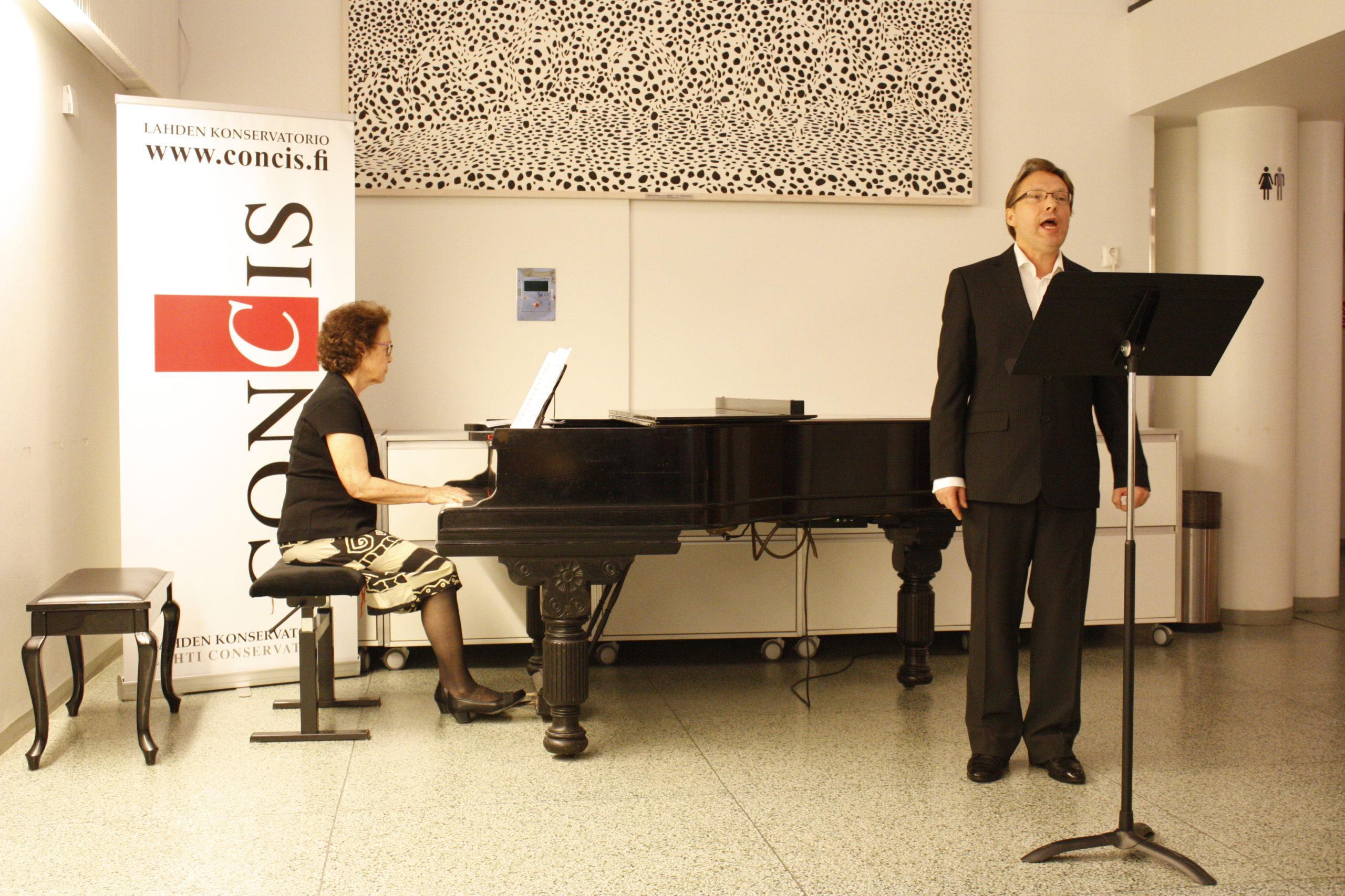 Hakim Attar laulu ja Rochelle Stein-Salmi piano
