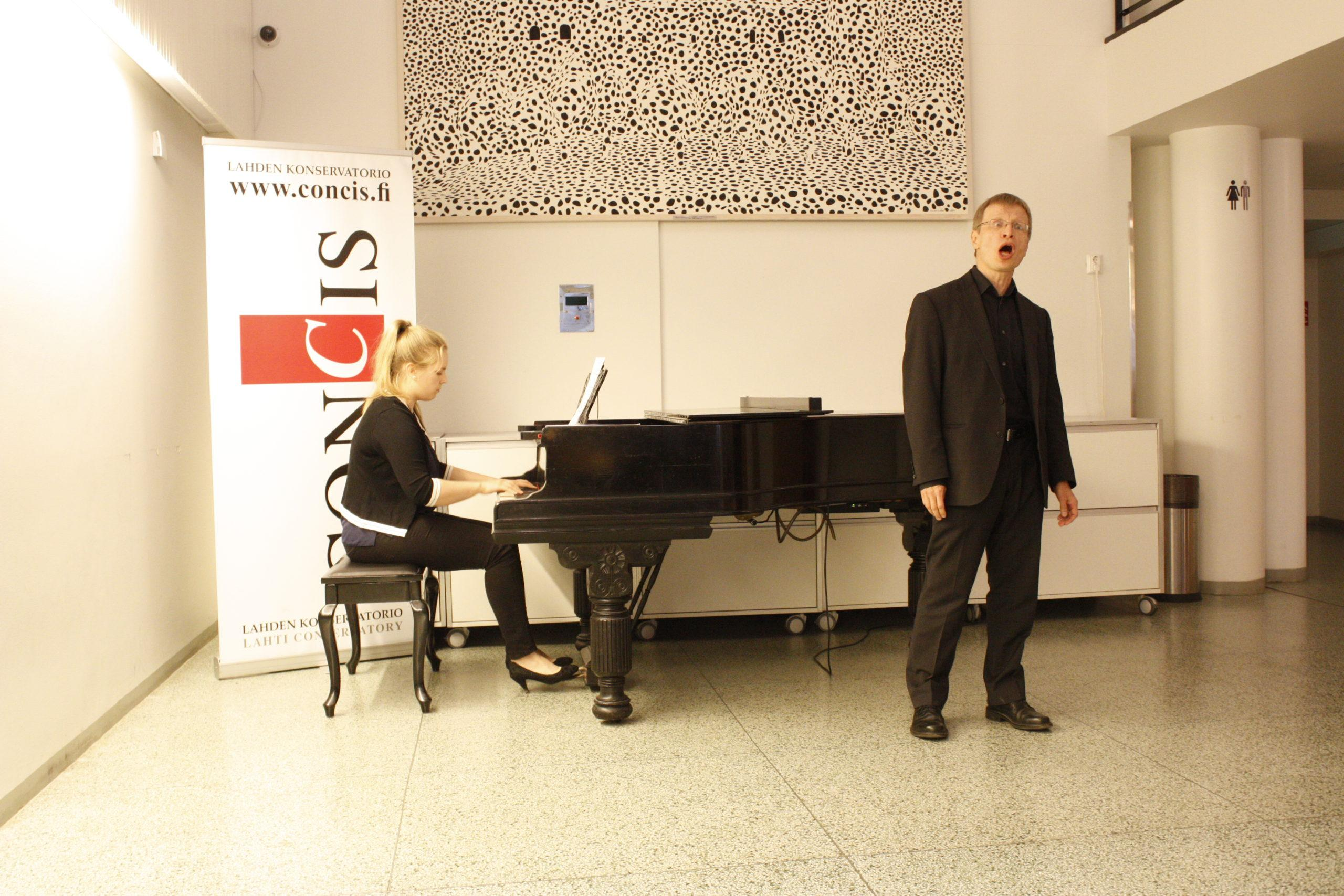 Jukka Simola laulu ja Anni Vierimaa piano