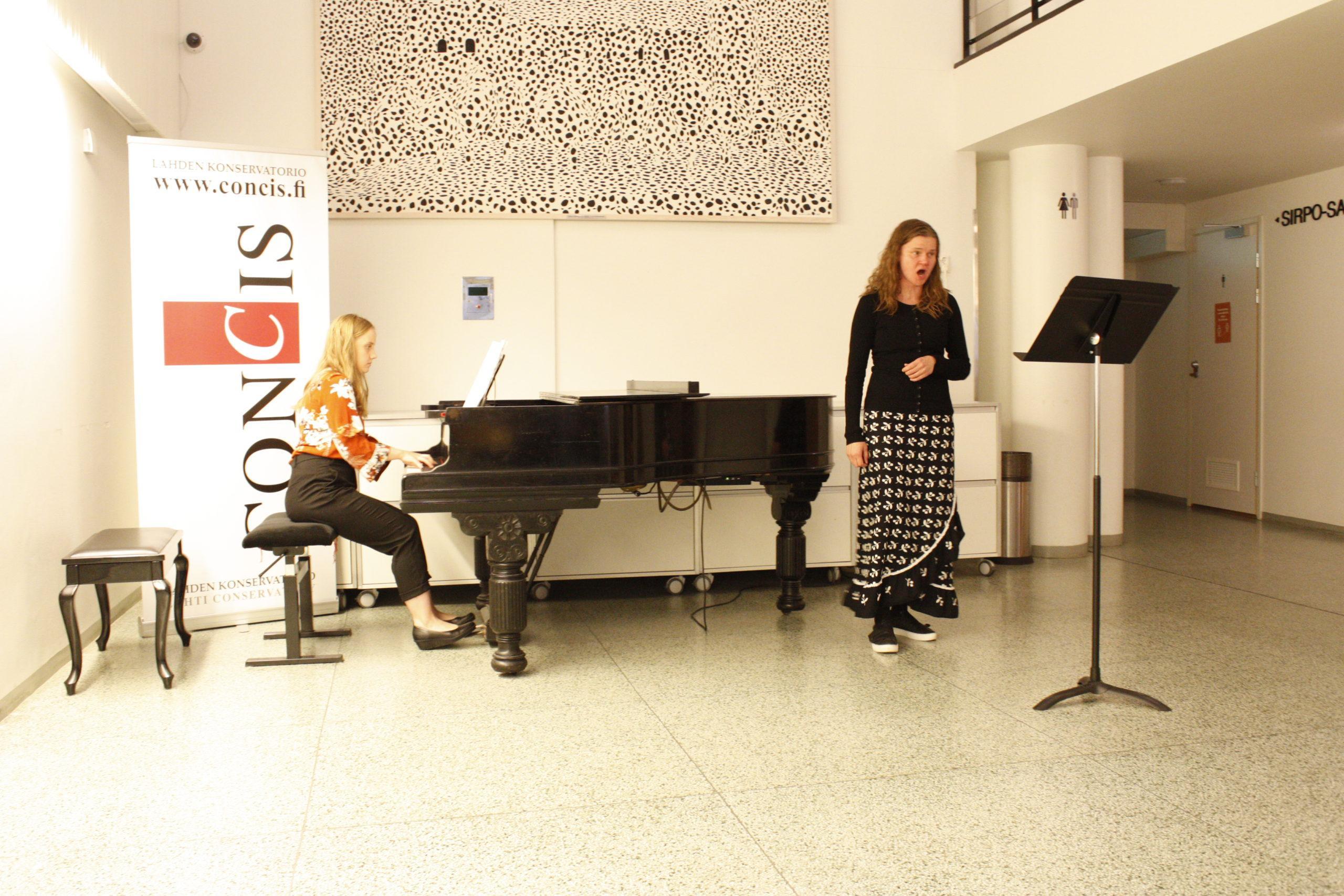 Kirsi Skantz-Viljakainen laulu ja Ilona Kurvinen piano