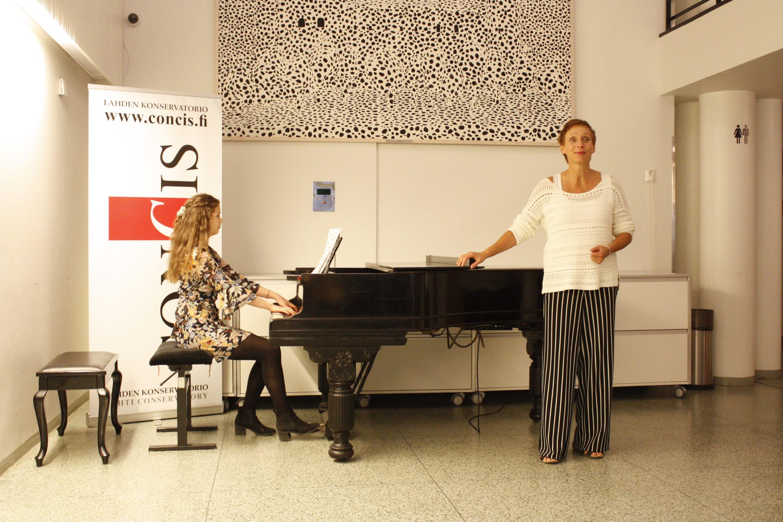 Päivi Vihma laulu ja Maja Burggraaff piano